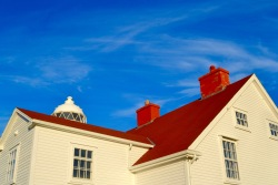 The red roof of the lighthouse keeper's residence
