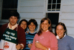 That's Steve on the left, with his sisters, and looking more like a college kid than a foodie