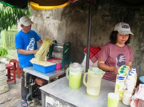 Cane juice in Indonesia. Photo by Gunawan Kartapranata